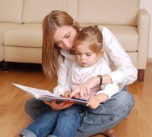 527855-baby-speaking-garde-vos-enfants-dans-une-autre-langue