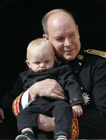Prince Albert II of Monaco holds Prince Jacques as he stands at the Palace Balcony during Monaco's National Day November 19, 2015. REUTERS/Eric Gaillard