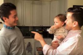 Δίδυμοι, μπαμπάς και θείος, μπερδεύουν τον μικρό σε ένα βίντεο που κάνει το internet να λιώνει!