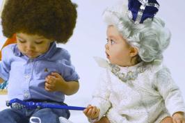 Μωράκια σε ρόλο Μπετόβεν και βασίλισσας Ελισάβετ! (τέλειο βίντεο)