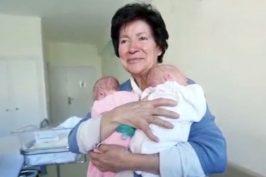 Η 64χρονη μαμά διδύμων υπερασπίζεται το δικαίωμά της στη μητρότητα