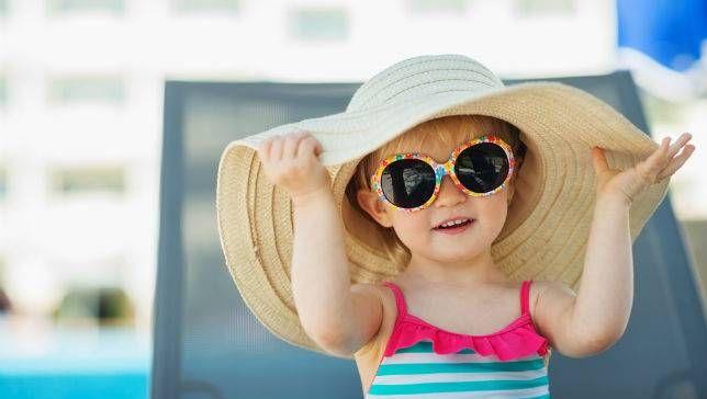 Η αντιηλιακή προστασία των παιδιών μας είναι ιδιαίτερα σημαντική. Και αυτό  γιατί τα μωρά και τα παιδιά είναι ιδιαίτερα ευαίσθητα στην έκθεση στον ήλιο. 3f990d1e1ac